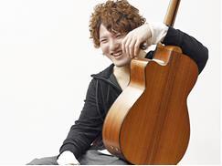 タッピングギタリストのホープ、井草聖二さん